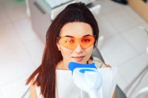 تبييض الأسنان بالليزر 1